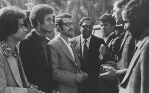 Peter Everington who accompanied the British BAX delegation to Egypt in 1975 speaking with Aly Elezaby and other students from Cairo University.